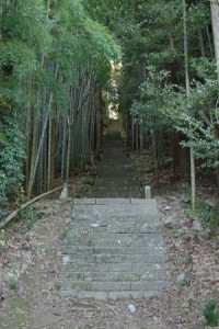 山門から鐘楼門への階段